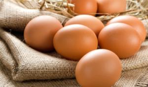 Почему вареное яйцо всплывает в воде