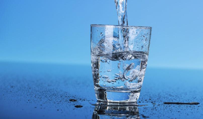 Почему кипяченую воду нельзя хранить более суток