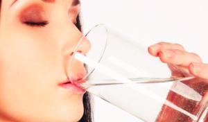 Почему нужно пить воду за полчаса перед едой
