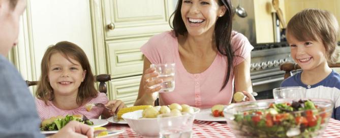 Почему нельзя запивать пищу водой