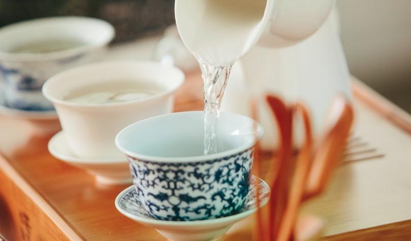 Почему полезнее пить воду, чем чай