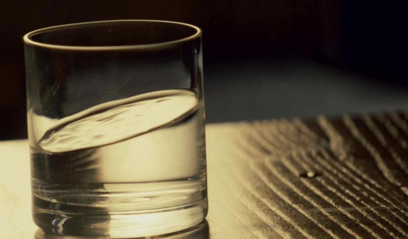 почему нельзя пить воду на ночь