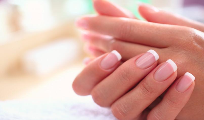 Почему от воды чернеют ногти