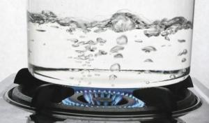 Почему при кипячении вода мутнеет
