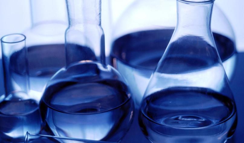 Почему дистиллированная вода не проводит ток
