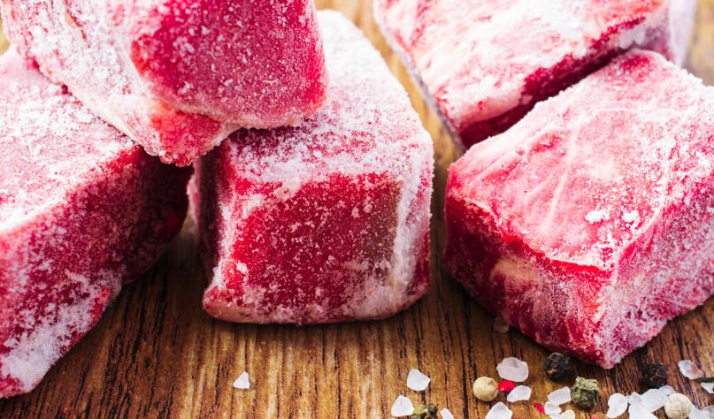 Почему нельзя размораживать мясо в горячей воде