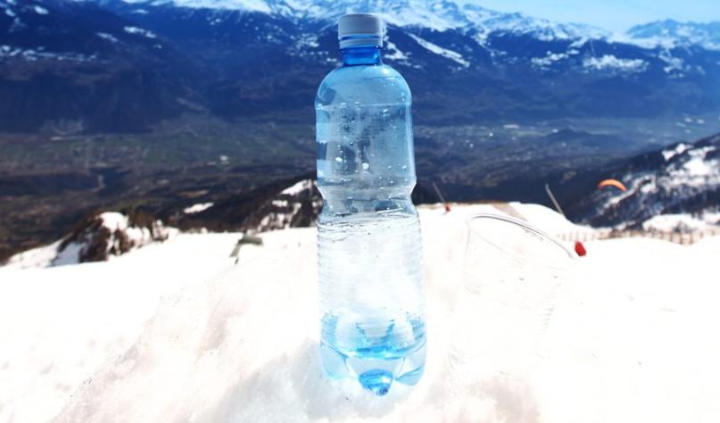 почему не замерзает вода в бутылке