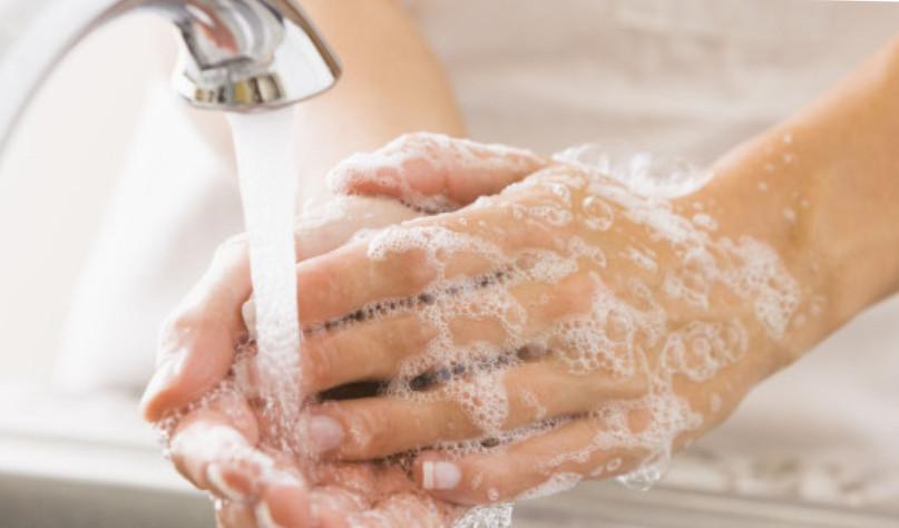 Почему руки лучше отмываются теплой водой